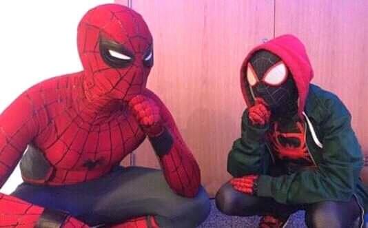Plantilla de Miles Morales pensando junto a Peter Parker