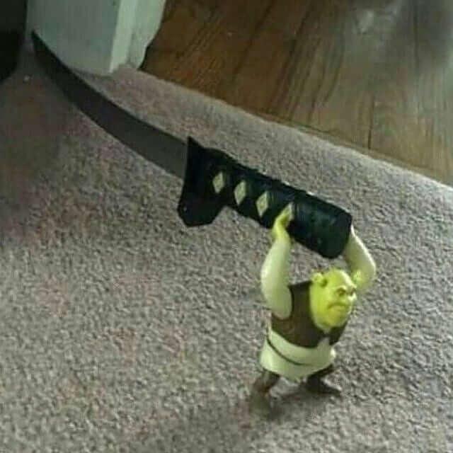 Ir a la pagina de la plantilla Shrek sosteniendo una espada gigante.