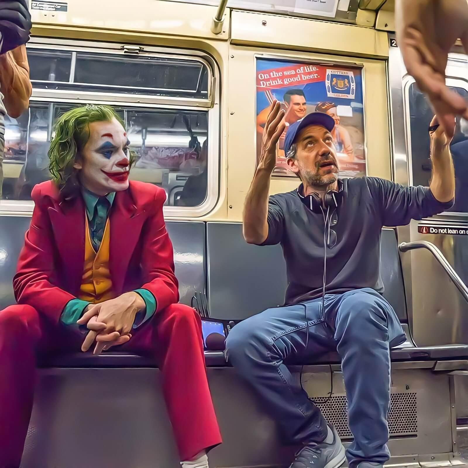 "Ir a la pagina de la plantilla Todd Phillips dando indicaciones a Joaquin Phoenix en ""Joker""."